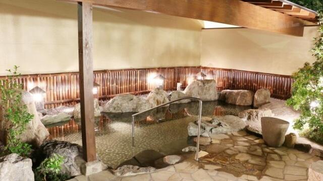 四季の湯 男性用露天風呂