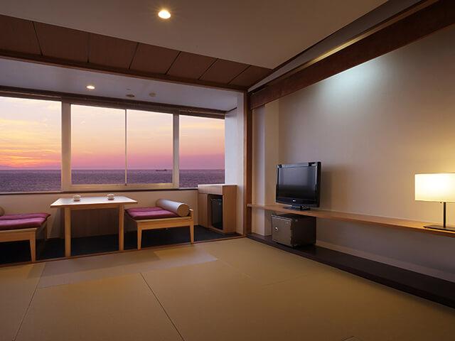 夕日海岸昇鶴